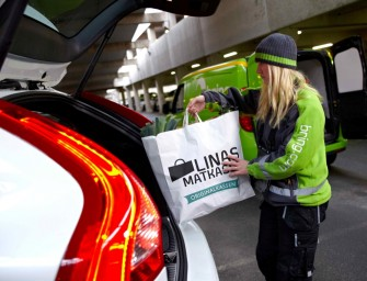 Wegweisendes Pilotprojekt von Volvo:  das Auto wird zur Paketstation