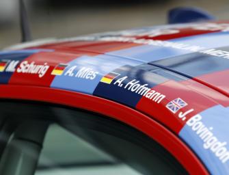BMW M235i Racing startet im besonderen Design auf der Nürburgring-Nordschleife.