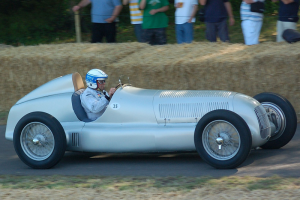 1934Mercedes-BenzW25-side Goodwood, 2009