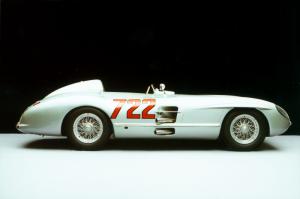 Mercedes-Benz 300 SLR Rennsportwagen (W 196 S). Fahrzeug mit der Startnummer 722, Mille Miglia 1955.