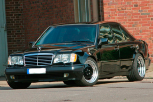 Mercedes W124 500E in Top-Form und AMG-Look Mercedes Tuning ab Werk mit 326 PS-V8